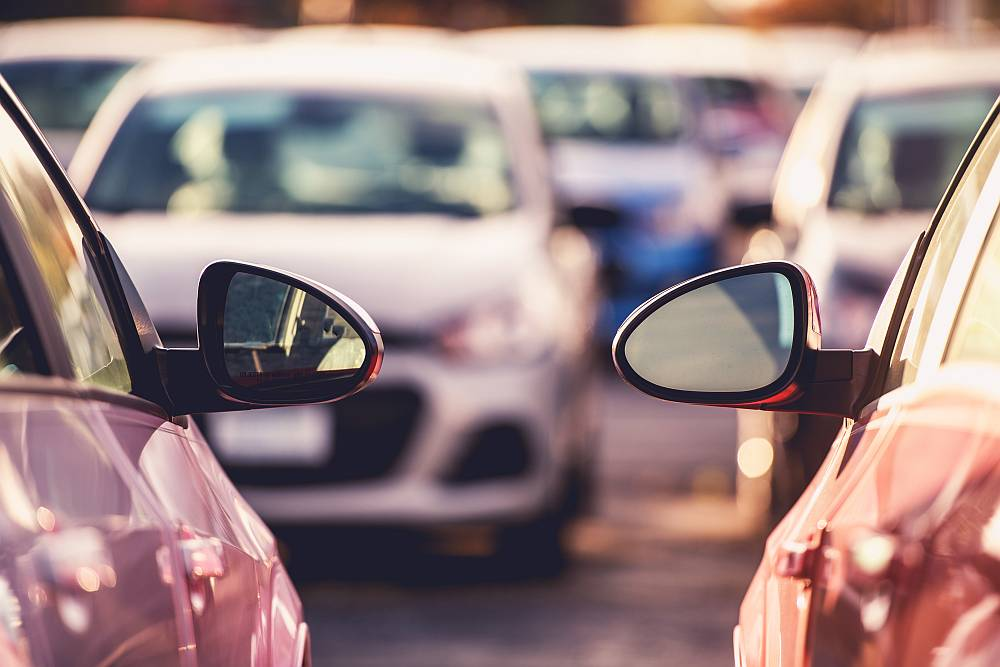 Lecisz na wakacje z Krakowa? Zarezerwuj tani parking – Balice.